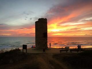 Der Himmel brennt über spanischem Atlantik