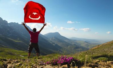 zirvede türk bayrağını dalgalandırmak