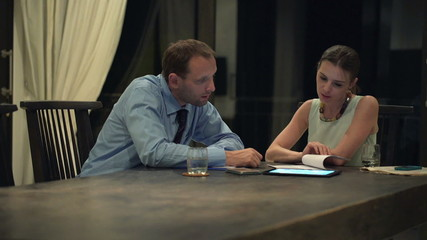 Businesswoman explaining contract to the businessman at the offi