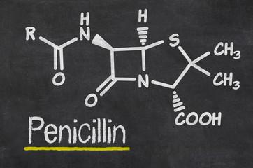 Schiefertafel mit der chemischen Formel von Penicillin