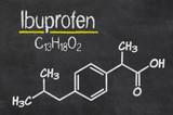 Schiefertafel mit der chemischen Formel von Ibuprofen