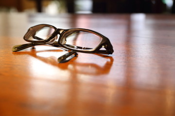 黒ブチメガネ