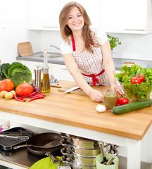 Frau in der küche mit Chille Schotte