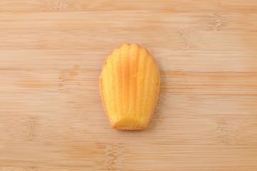 まな板にのせた マドレーヌ フランスのお菓子