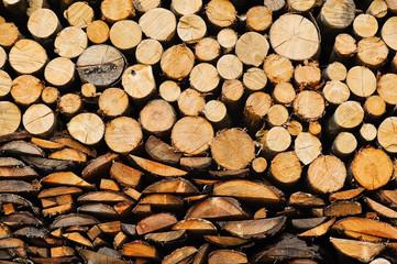 Holz für den Winter im Lager
