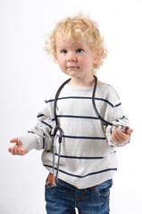 Kleiner Junge mit Stethoskop