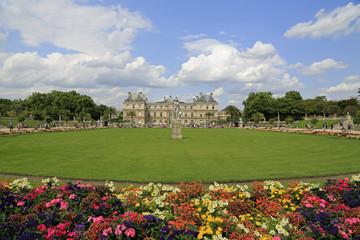 Jardin du Luxembourg mit Palais in Paris