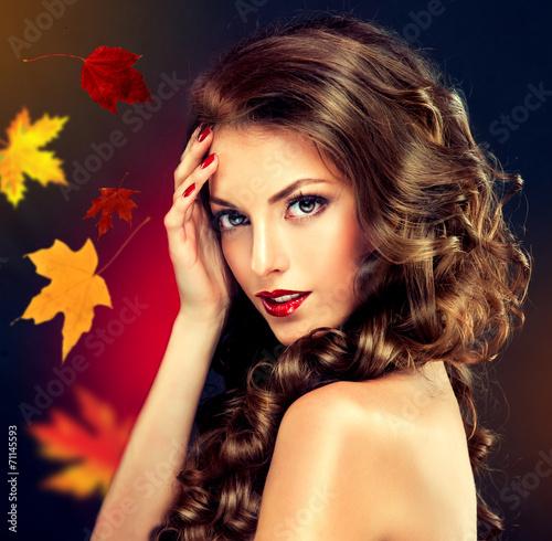 Leinwandbild Motiv Girl with colourful autumn leaves hairstyle and makeup