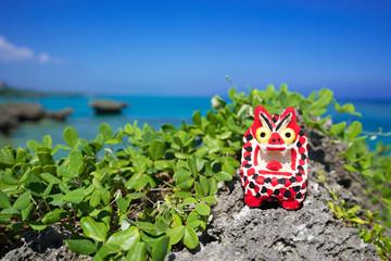 沖縄の海・シーサーと海