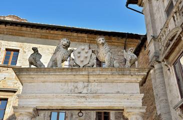 Particolare antico pozzo in Montepulciano