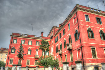 hdr red building