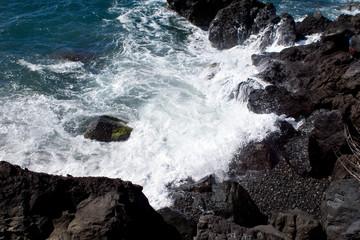 Wellen an der Küste