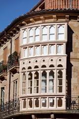 Bow window sur façade arrondie ancienne