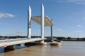 Bordeaux, pont Jacques-Chaban-Delmas levé