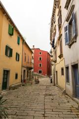 Vieille ruelle dans le village