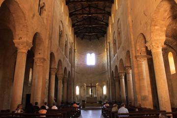 Sant'Antimo, interno