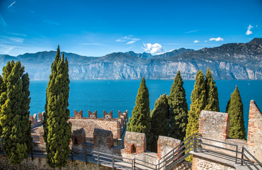 Вид со стены замка в Малчесене. Озеро Гарда