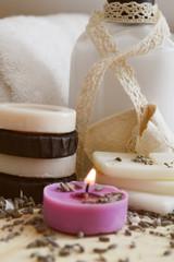 Sapone naturale, lozione corpo e candela profumata