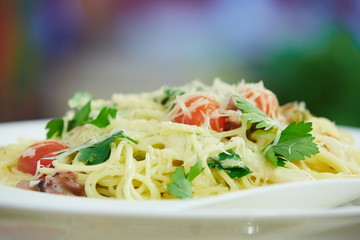 Spaghetti with cherry tomatoes and parsley