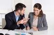 Spaß und Freude in der Arbeit: Mann und Frau am Arbeitsplatz