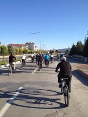 kalabalık bisiklet turları