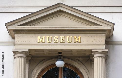 Leinwanddruck Bild Museum Entry