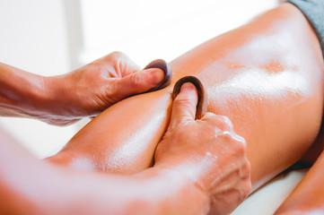 Massaggio con cucchiaio di legno relax
