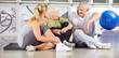 canvas print picture - Gruppe Senioren macht Pause im Fitnesscenter