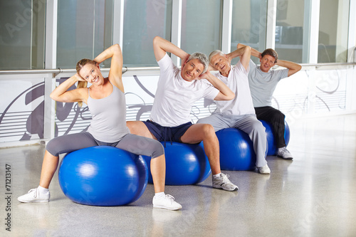 canvas print picture Senioren bei Rückentraining im Fitnesscenter
