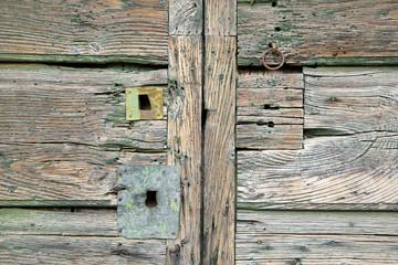 Vecchia serratura di una porta