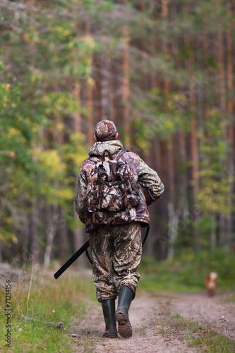 Foto op Plexiglas Jacht hunter walking on the road