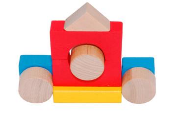 Карета из разноцветных детских деревянных кубиков