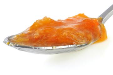 Une cuillère de marmelade de clémentine