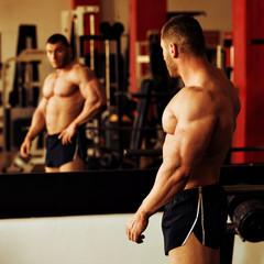 bodybuilder training gym, mirror posing
