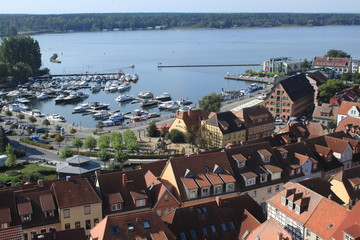 Blick vom Marienkirchturm zum Warener Hafen