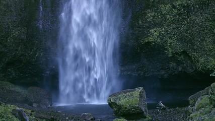 山間の滝つぼ_3