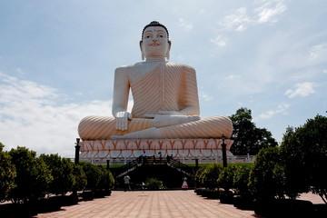 Grand bouddha assis à Kalutara - Sri Lanka