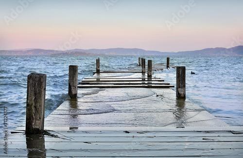 Molo allagato sul Lago Trasimeno, Italia © Daniele Pietrobelli