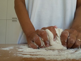 Impastare il pane