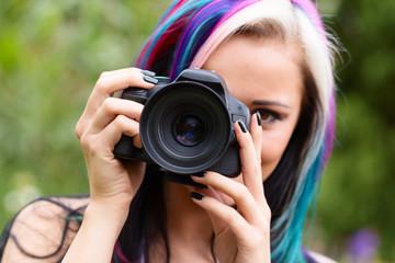 Frau mit Spiegelreflexkamera