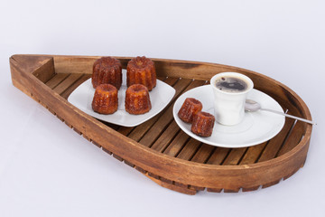 Canelés et tasse a café