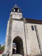 Cher - Mehun sur Yèvre - Passage sous voûte Eglise Notre-Dame