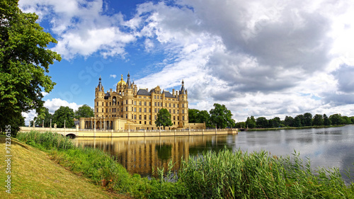 Leinwanddruck Bild Panoramic view of Schwerin Castle, Germany
