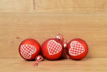 3 rote weihnachtsbaumkugeln