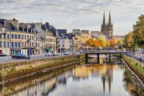 Papiers peints Ville sur l eau Embankment of river Odet in Quimper, France