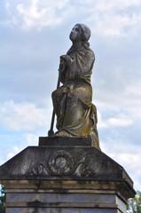 Cementerio de Sevilla, imágenes sacras, escultura funeraria