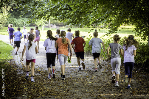 Young school runners - 71259791