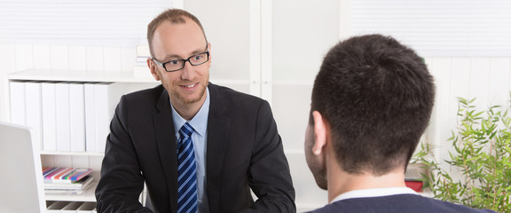 Zwei Männer in einem Business Meeting