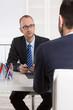 Leinwandbild Motiv Gespräch über Altersvorsorge: Verkäufer und Kunde