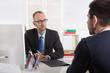 Vorstellungsgespräch: Personalchef mit zukünftigen Arbeitnehmer